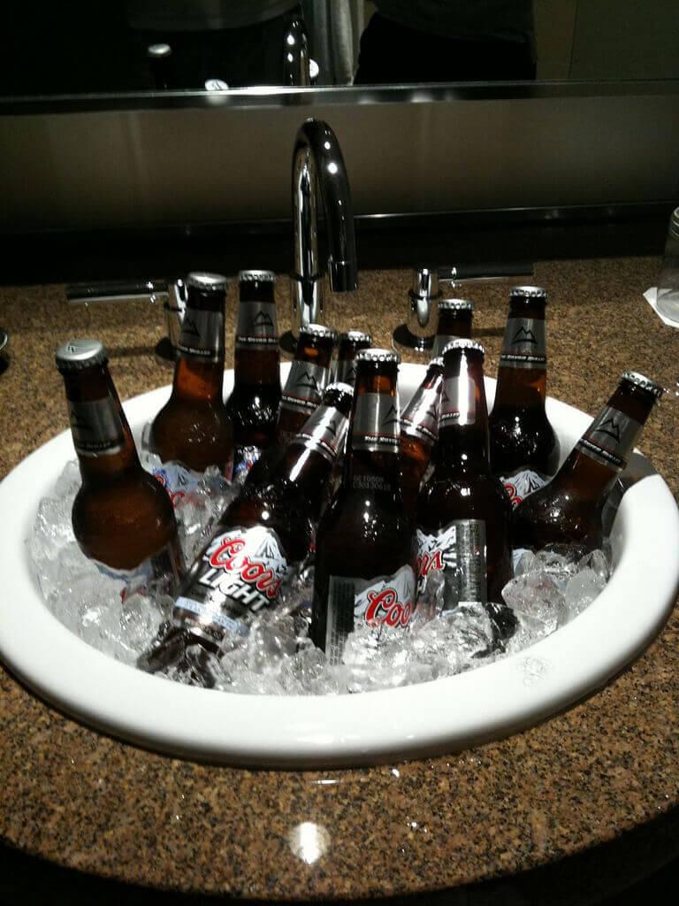 Alcoholism: Risk Factors, Signs, and Symptoms